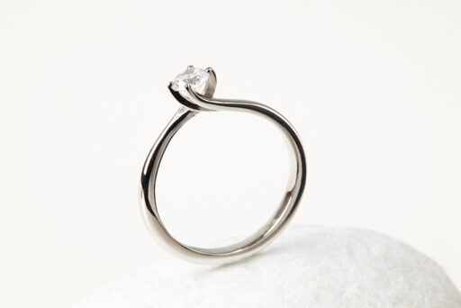 Fairtrade Gold Engagement ring - Classic Twisted Claw holding a Jeweltree diamond